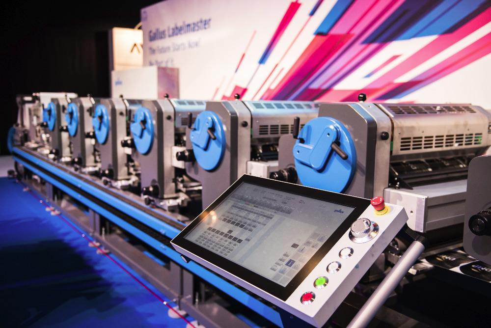 Stroj na výrobu etiket splňuje individuální nároky