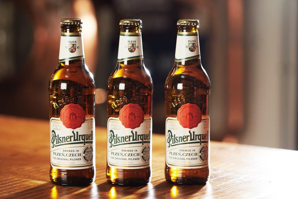 Pivní mok v hnědých lahvích má v zahraničí úspěch