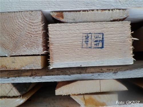 USA stále vrací nedostatečně ošetřené dřevěné obaly