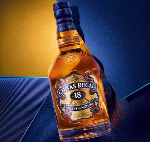 18letou whisky zdobí modro zlatá etiketa