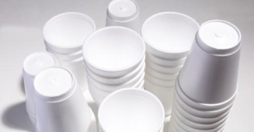 NYC zakázal jednorázové plastové obaly pro jídlo a nápoje