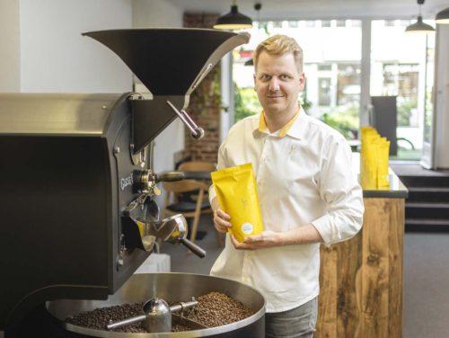 Praženou výběrovou kávu značky MOTMOT ve výrazném žlutém balení nám představil Pavel Klein